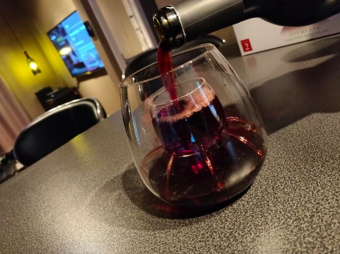 Aerating wine glass cup