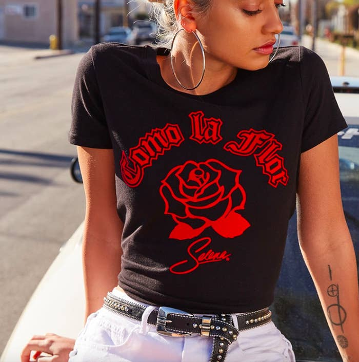 20149f1d3 This crew neck fitted graphic tee decked out with a beautiful rose image  that you'll cherish con tanto amor. Forever 21