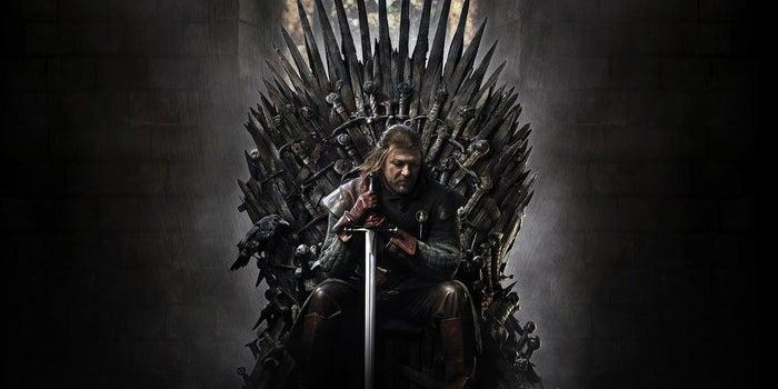 Nach fast zwei langen Jahren des Wartens ist es endlich Zeit für neue Folgen Game of Thrones. Das bedeutet, wir müssen jetzt unser kollektives Wissen über das bisher Passierte auffrischen. Für mich bedeutet das, damit zu beginnen, die Serie wie jedes Jahr nochmal zu schauen (ich weiß echt nicht, was ich mit meinem Leben anfangen werde, wenn das alles vorbei ist?!). Und da fange ich natürlich mit der ersten Staffel an. Und damit du es nicht selbst tun musst (oder einfach um etwas Spaß zu haben und sich darüber auszutauschen, wenn du sie tatsächlich nochmal anschaust), kommt hier meine Einschätzung dieser Staffel.
