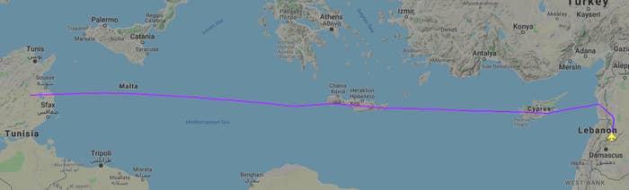 A trajetória de voo de um dos dois aviões militares russos voando para a Venezuela em 23 de março, mostrando-o passando pelo espaço aéreo de Chipre, Grécia e Malta - todos os membros da UE.
