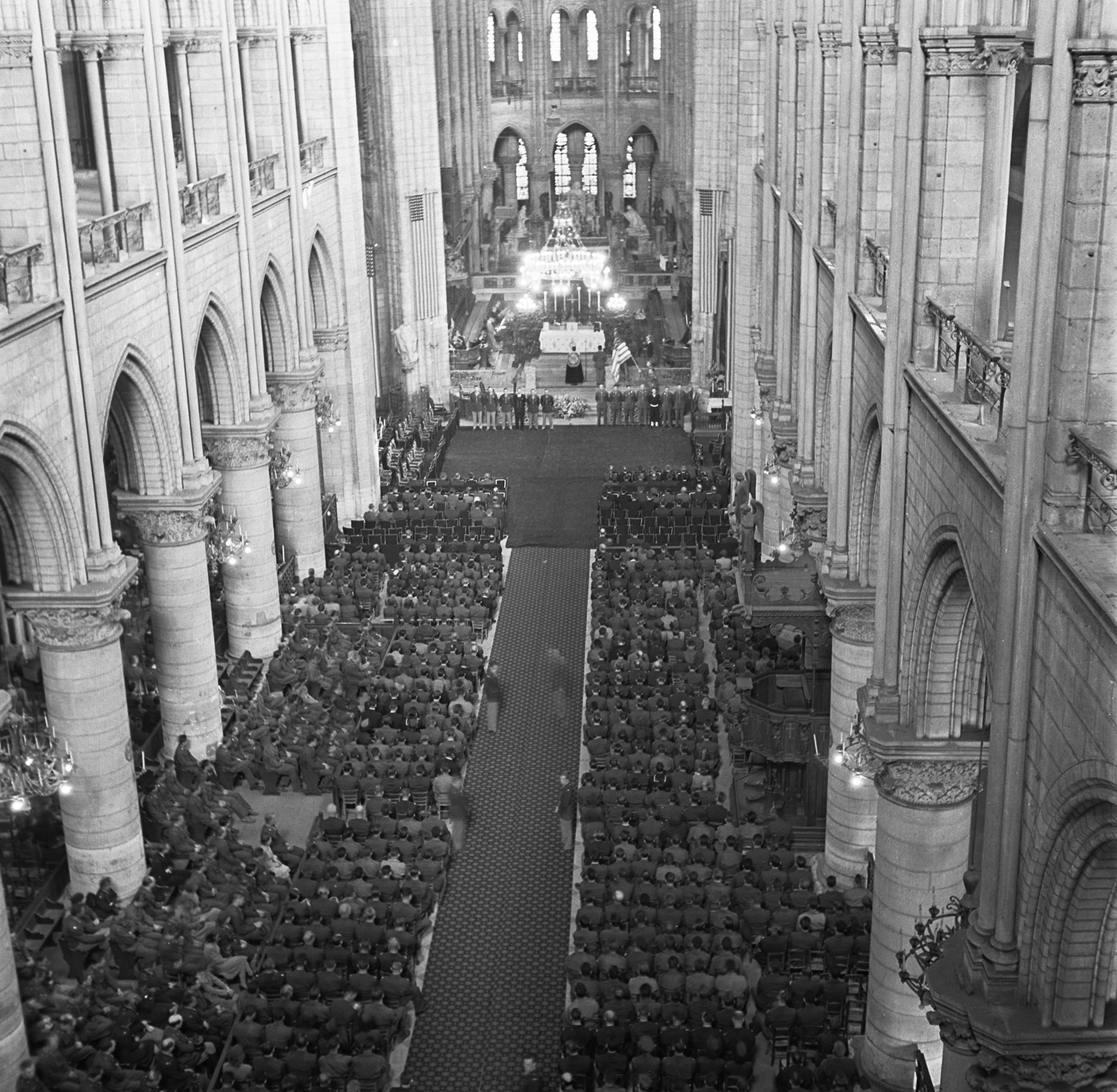 US soldiers fill the pews of Notre Dame Cathedral during the GI memorial service for US President Franklin D. Roosevelt on April 16, 1945.