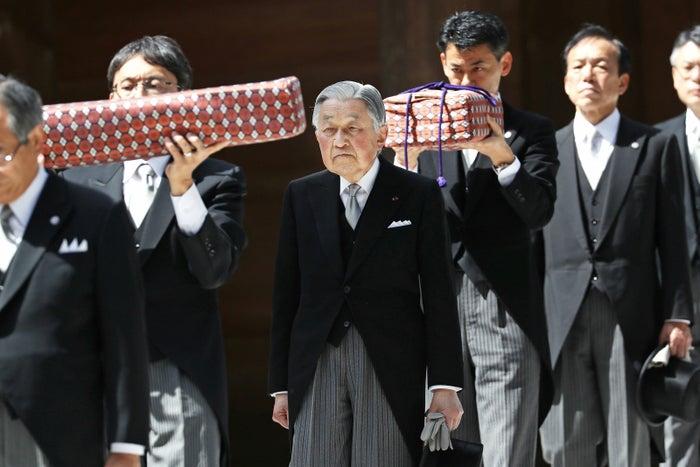 伊勢神宮内宮の参拝を終えられた天皇陛下=18日午後、三重県伊勢市