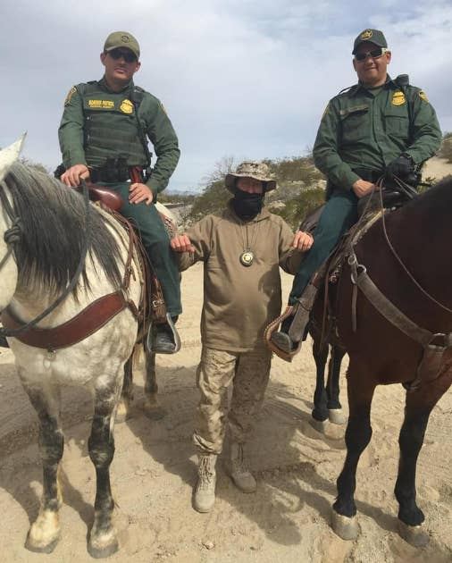A member of the United Constitutional Patriots poses with two Border Patrol agents.