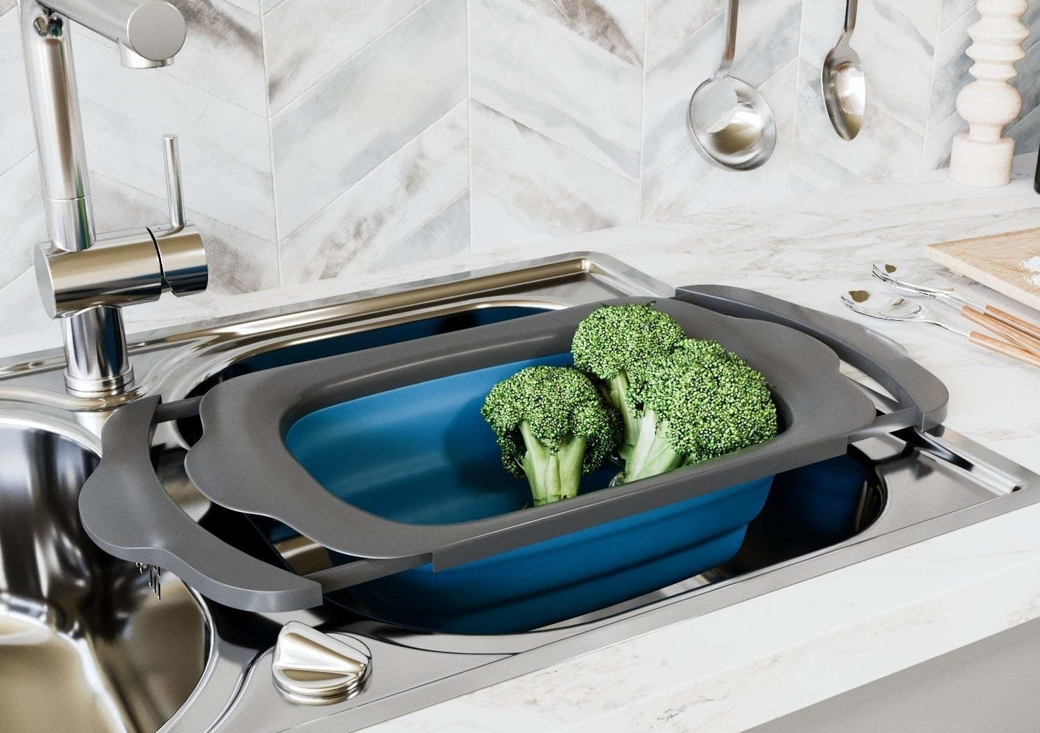 extendable colander inside sink with veggies