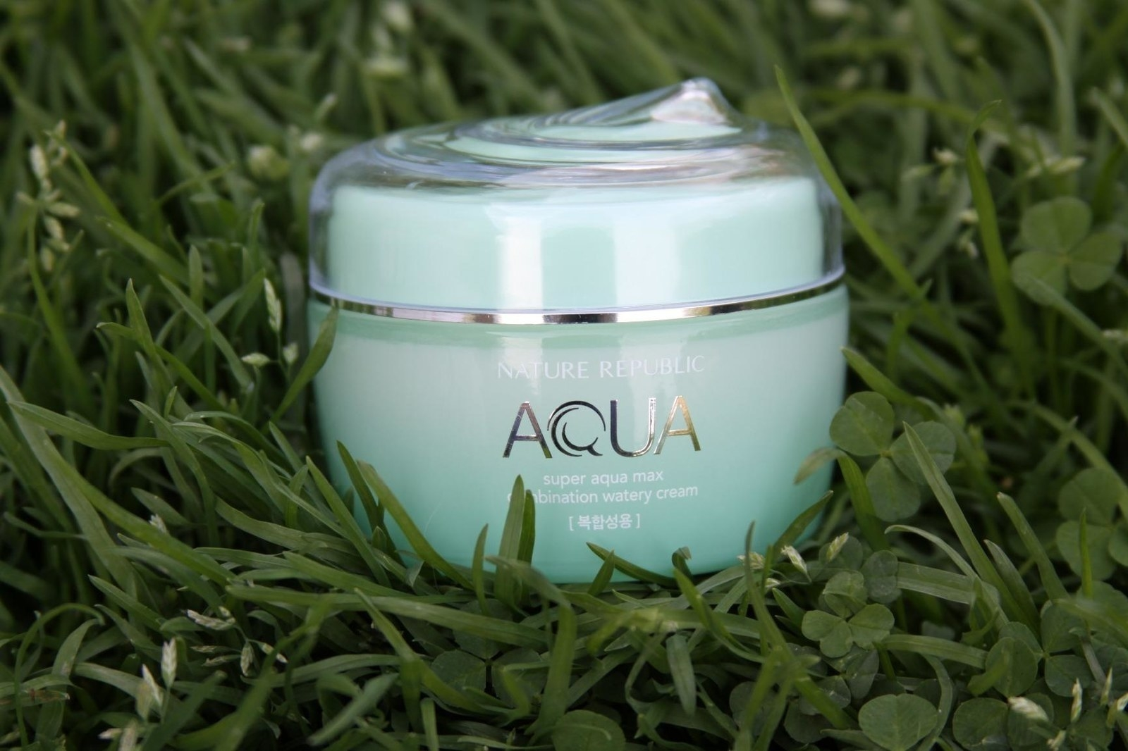 Reviewer photo of the jar of moisturizer