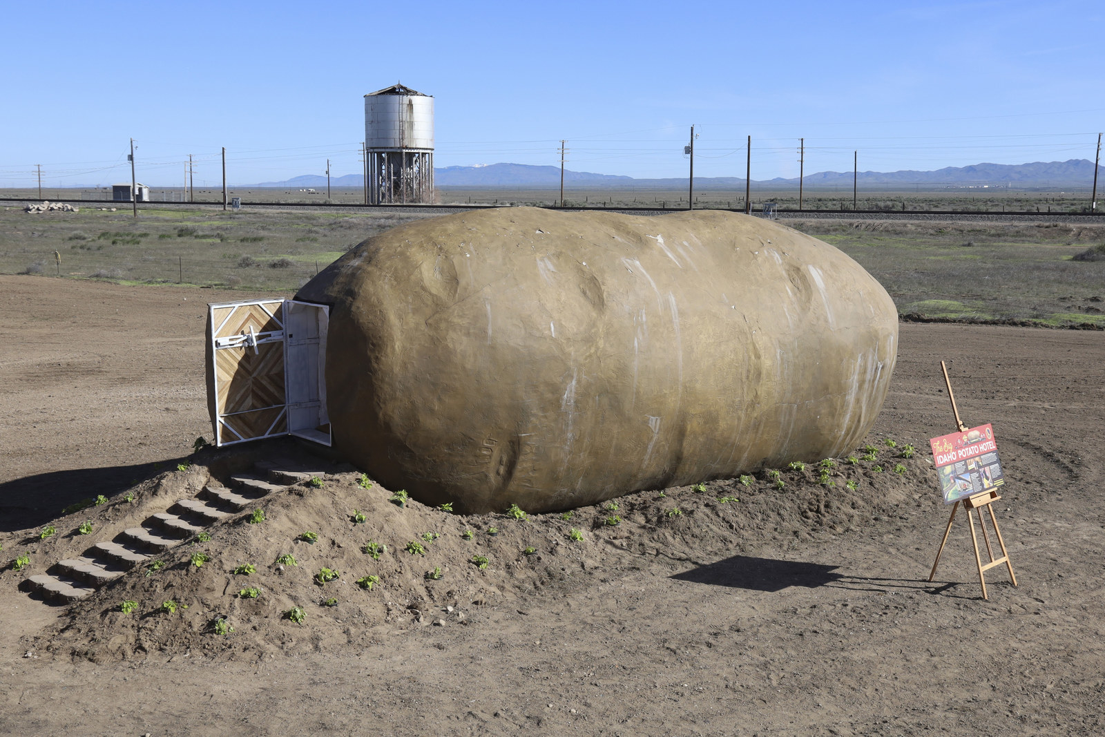 So There's A Giant Potato House On Airbnb And I Kind Of Want To Stay In It