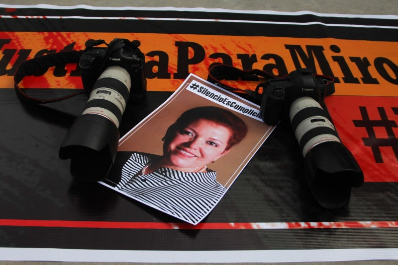 In March 2017, Miroslava Breach Velducea, a correspondent for Mexican outlet La Jornada, was murdered in the state of Chihuahua in connection with her reporting on links between politicians and organized crime. Prior to her death, she had received threats on at least three occasions for her reporting. One suspect is in custody, and the next hearing is expected to take place in the coming months.