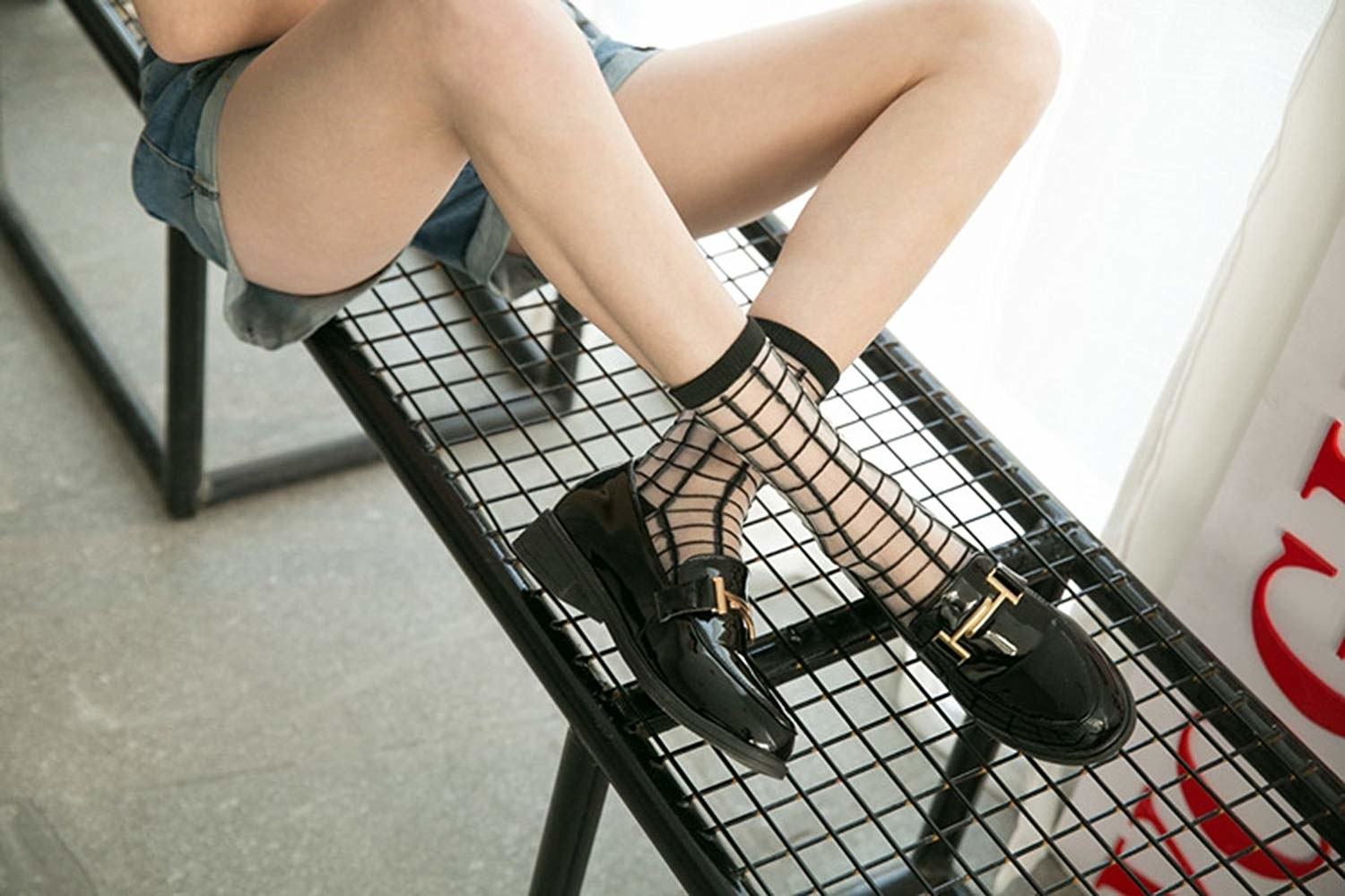 Sheer socks with a black grid pattern