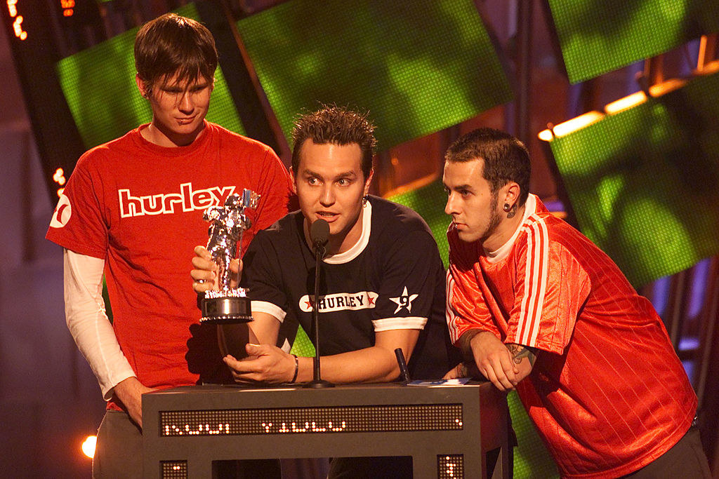 Blink-182 accepting a Moon Man at the VMAs in 2000