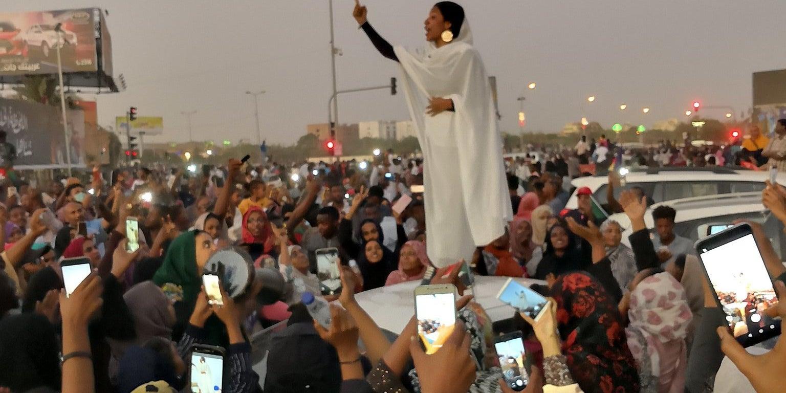「sudan protest girl」的圖片搜尋結果