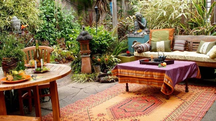outdoor room with the rug pulling all the decor together