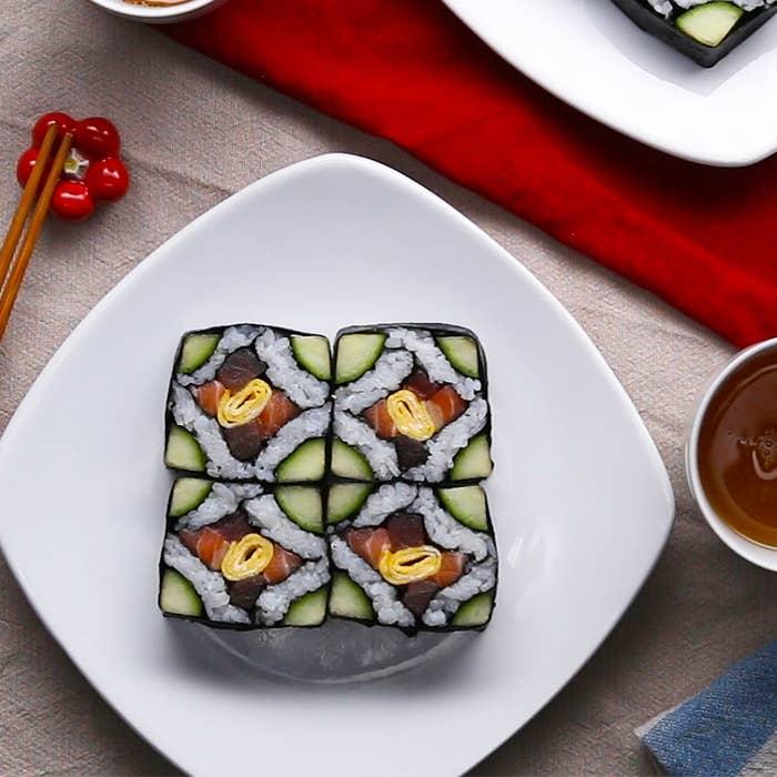 具材はサーモン、マグロ、きゅうりなど一般的なものを使いますが、巻き方を変えるだけでモザイク柄のような可愛い断面の巻き寿司が出来ますよ♪パーティーにもぴったり華やかな巻き寿司。ぜひ作ってみてくださいね!