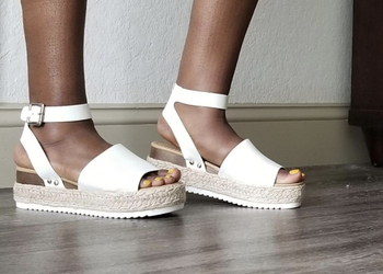 another reviewer's photo wearing the shoes in white