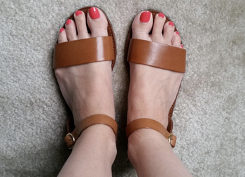 a reviewer in the shoes in tan