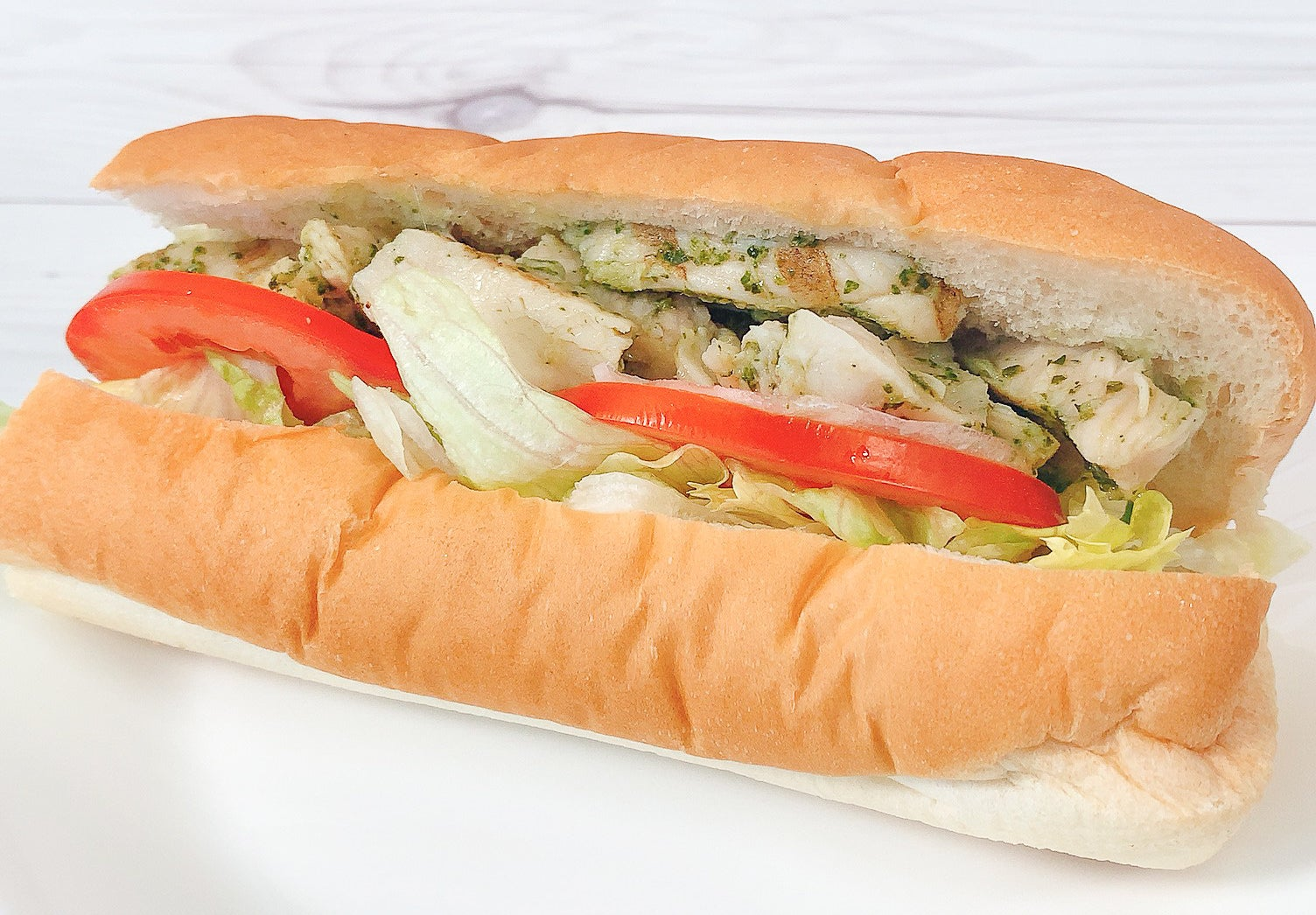 フレッシュな野菜がたくさん入ったサンドイッチが大人気のサブウェイ。どのメニューもヘルシーなイメージですが、サラダチキンって意外と今までなかったですよね。