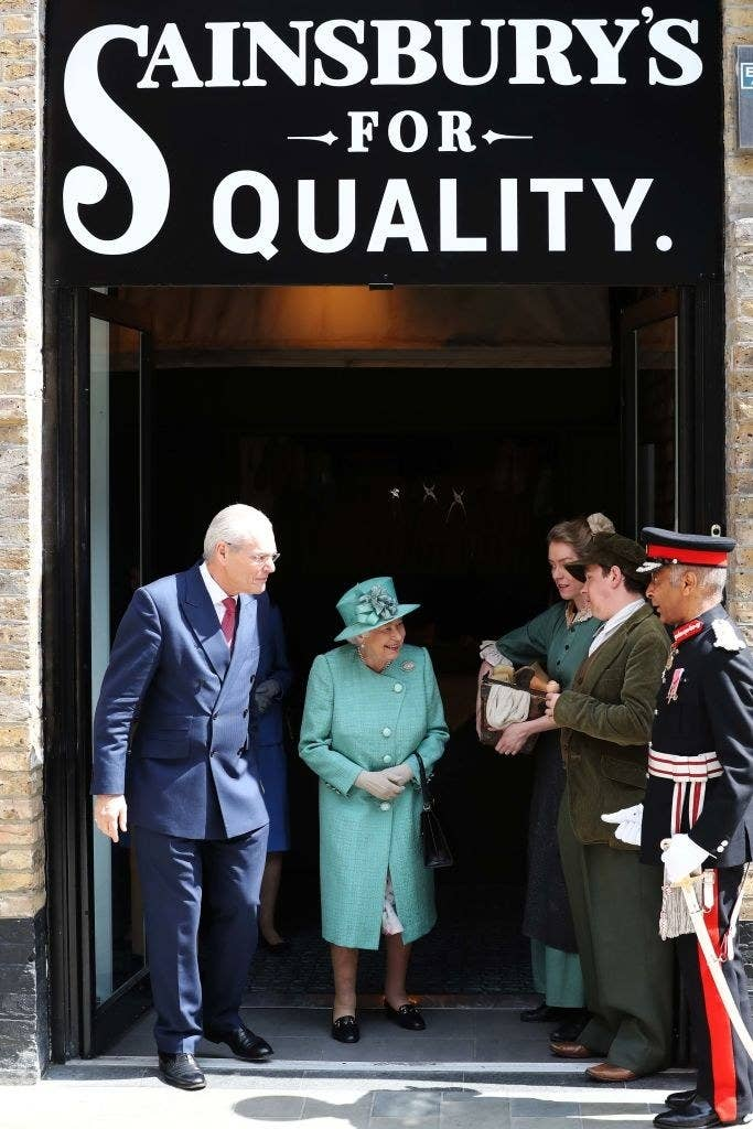 Queen Elizabeth Learned How To Use Self-Checkout At The