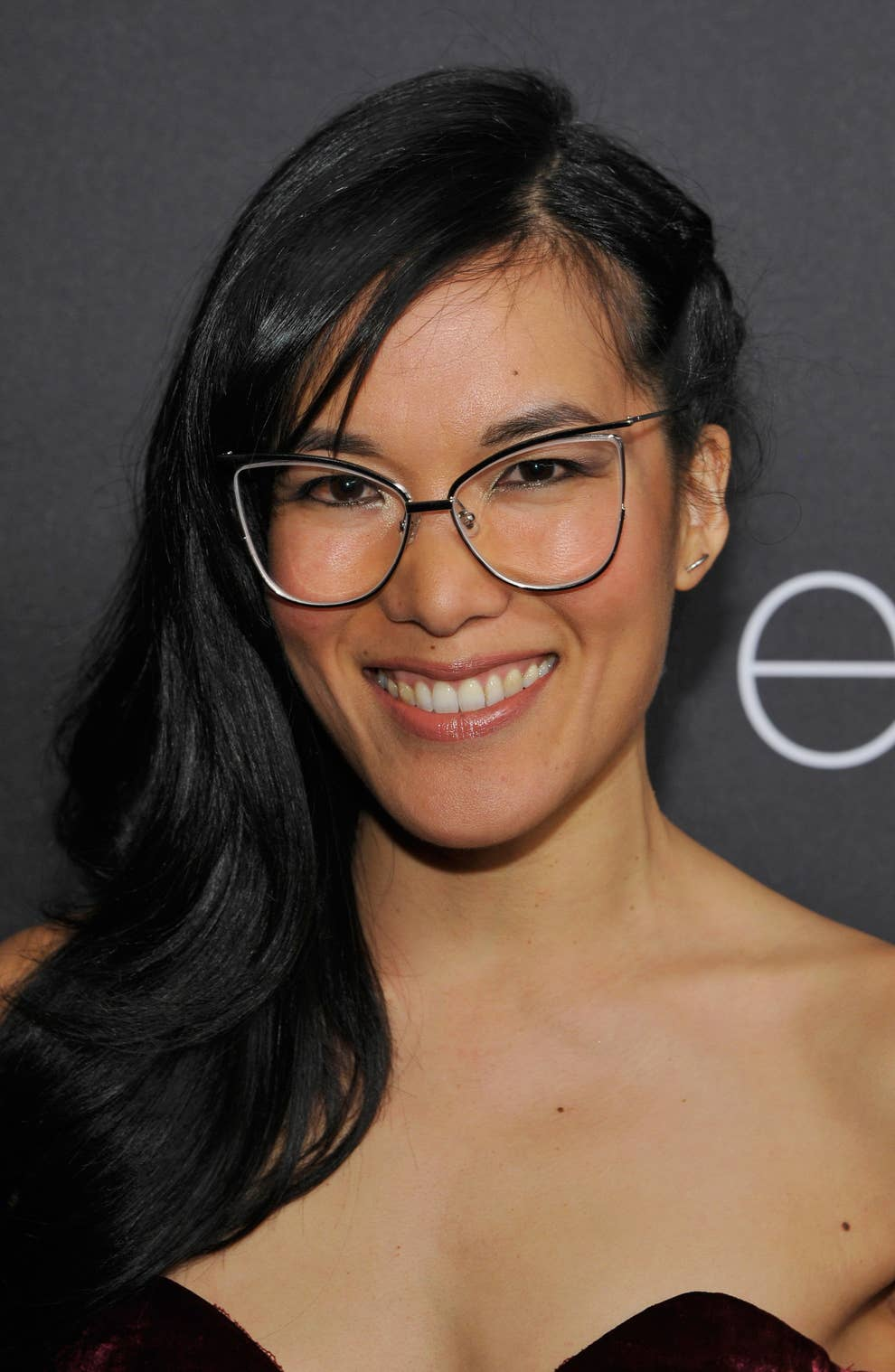 10276e122 Ali Wong's Glasses-Swapping Trick Is Brilliant