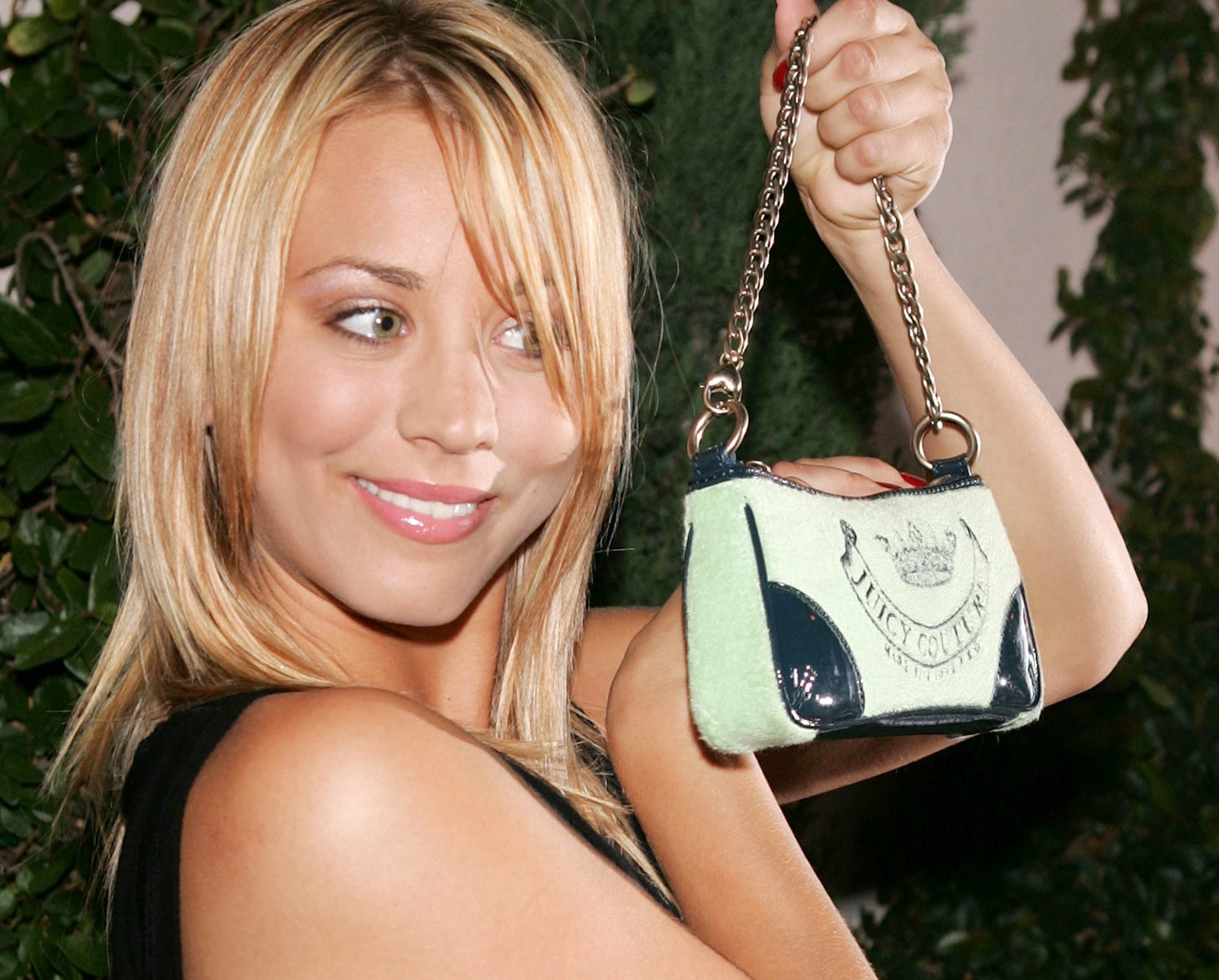 Those purses could barely fit your keys and a lipgloss. They were also pretty uncomfortable being right underneath your armpit (especially if you were wearing something without sleeves).
