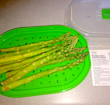 A pile of asparagus on the tray