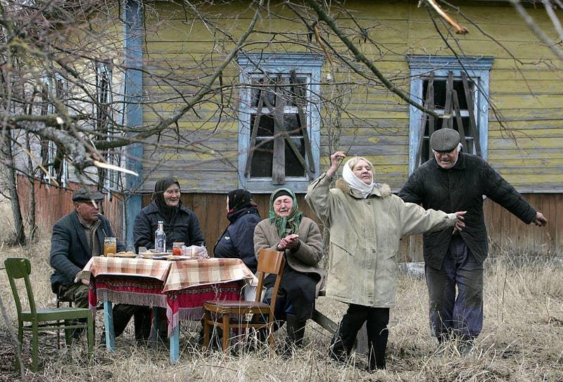 Se estima que allí viven entre 130 y 150 personas, muchas de ellas mujeres mayores, que siguen cultivando las tierras de sus familias.