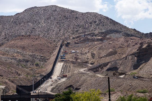 The GoFundMe Border Wall Is Finished. It's Not Stopping Migrants From Coming In.