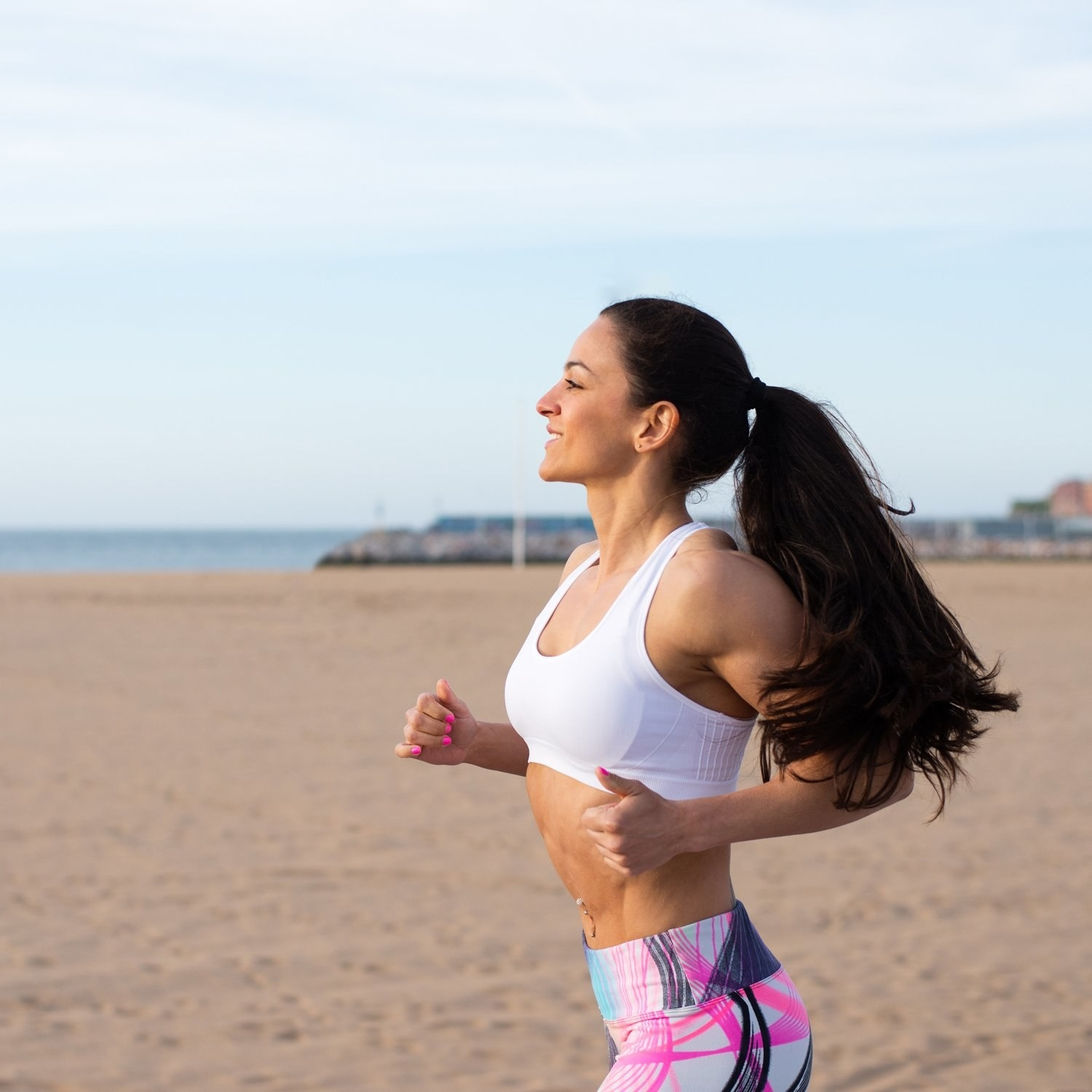 Model with thick hair running while wearing the hair tie