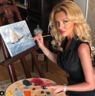 Instagram Model And Painter Cristina Szeifert Is Defending