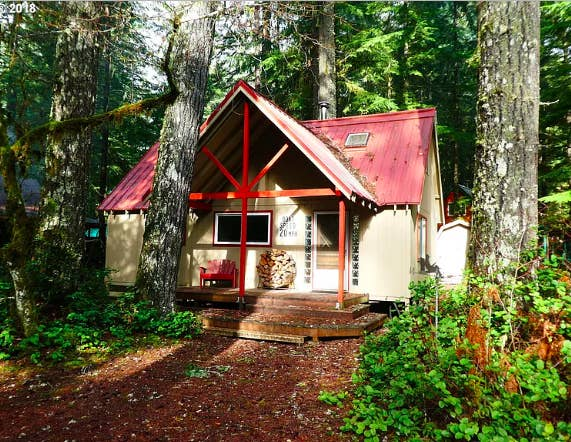 21 Affordable Cabins For Sale For Anyone Who Just Wants To Run Away