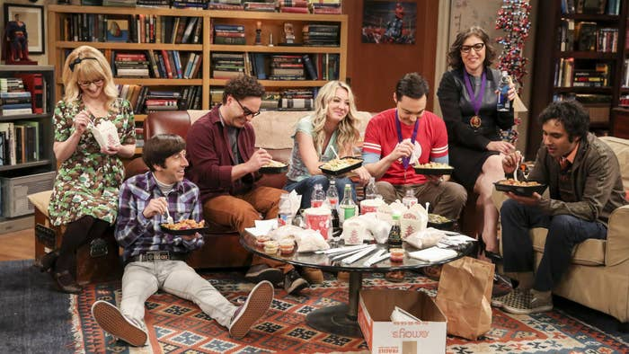 """These """"Big Bang Theory"""" BTS Photos Show All The Cool Stuff In Leonard And Sheldon's Apartment"""
