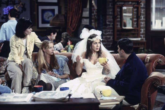 """17 """"Friends"""" Behind-The-Scenes Stories Guest Stars From The Show Just Revealed"""