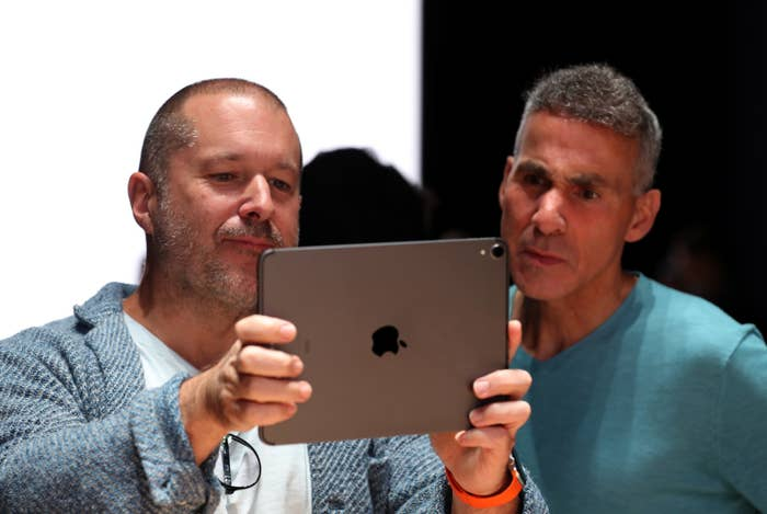 Read Tim Cook's Internal Email To Apple Employees On The Departure Of Designer Jony Ive