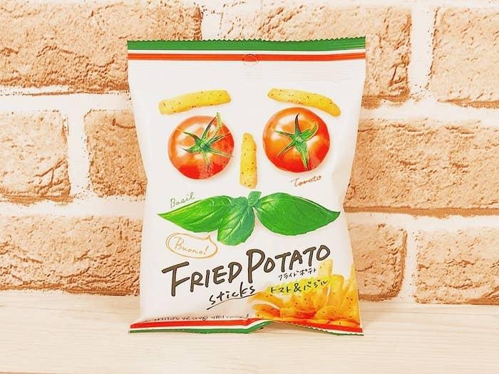 商品名は「スイートボックス フライドポテト トマト&バジル味」。実はこの商品、ファミマ限定・数量限定発売なのだそう。