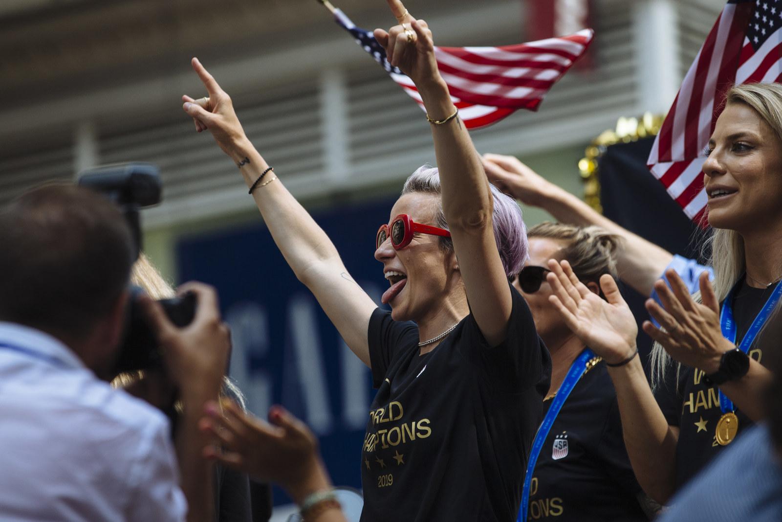 【アメリカ】W杯優勝の米女子サッカー代表が「男女同等賃金」「LGBT権利擁護」でもの言う選手として米社会に一石 [07/11] YouTube動画>1本 ->画像>4枚