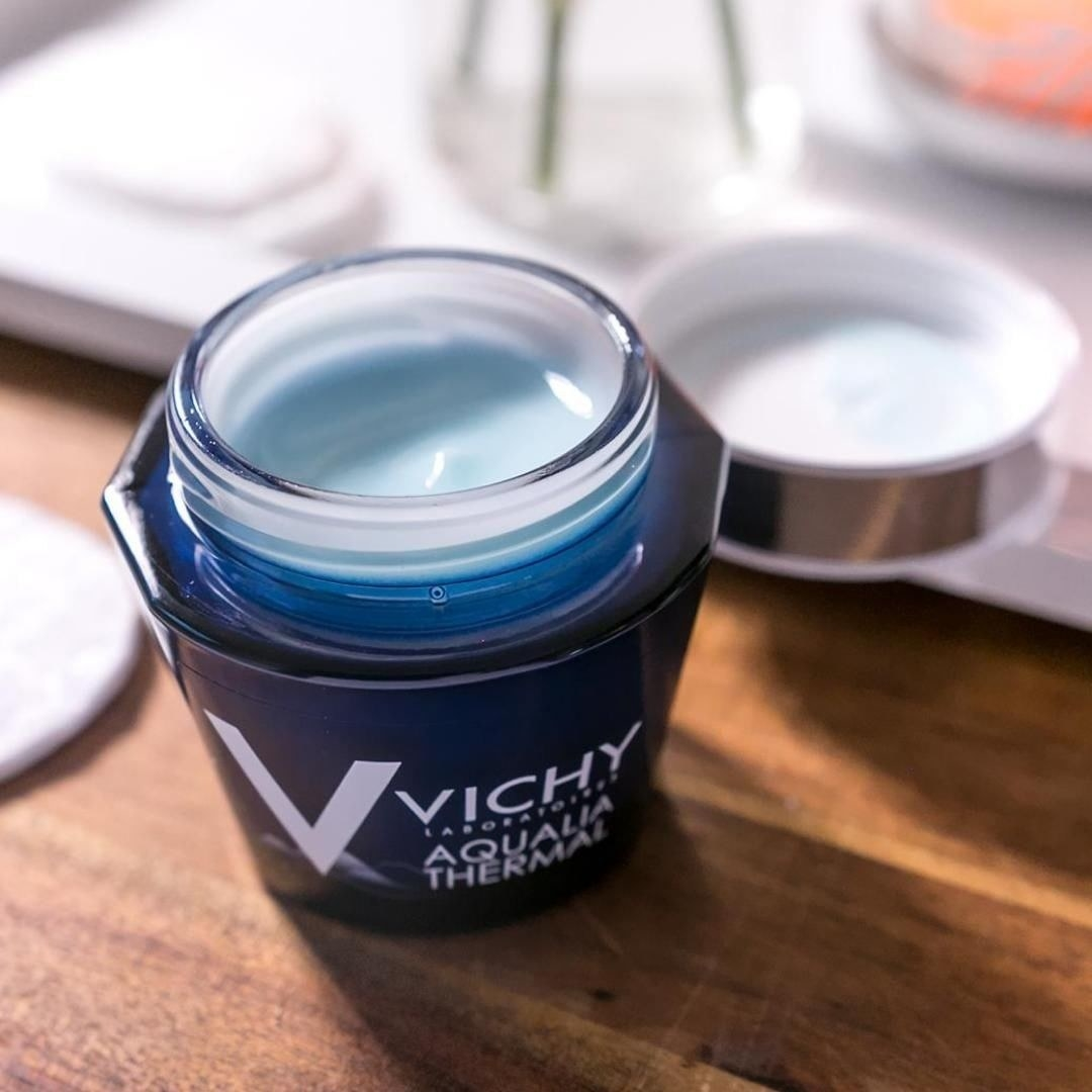 Open jar of the product, showing a gel texture