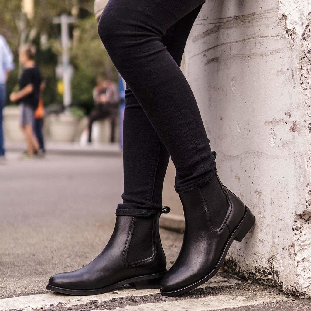 Model wearing the black boots with black skiny jeans