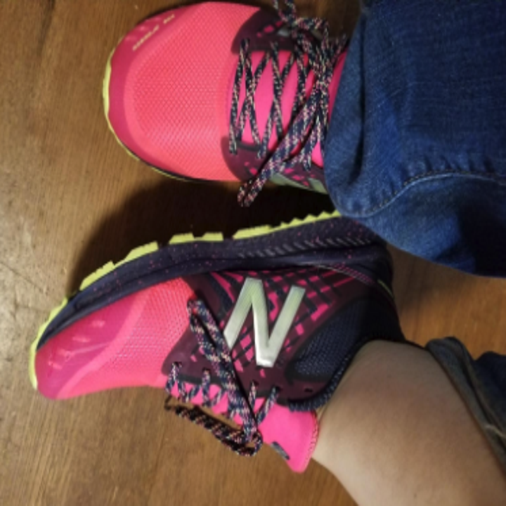 a reviewer wearing the sneakers wearing pink and black