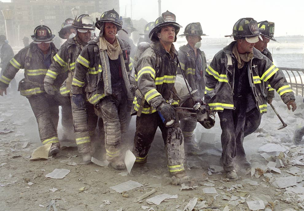 These Powerful Photos Capture The Bravery And Selflessness Of 9/11 First  Responders