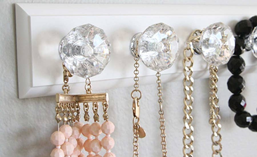 20 Ways To Organize Jewelry Makeup And Clothing