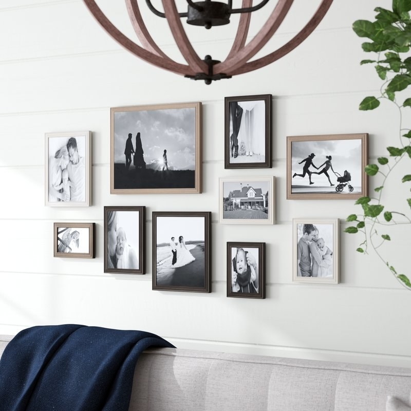 Gallery wall with frames in different colors and sizes