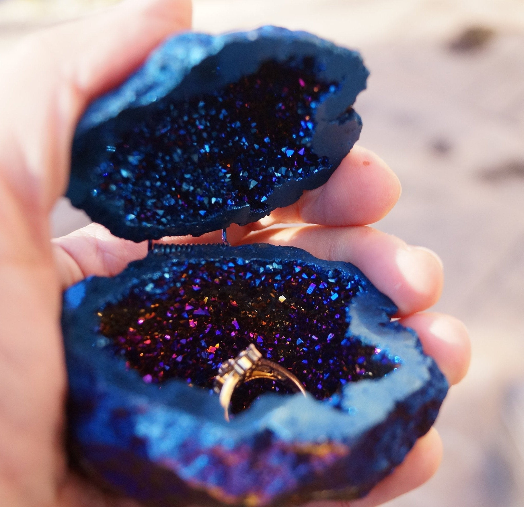 geode ring box with hinge