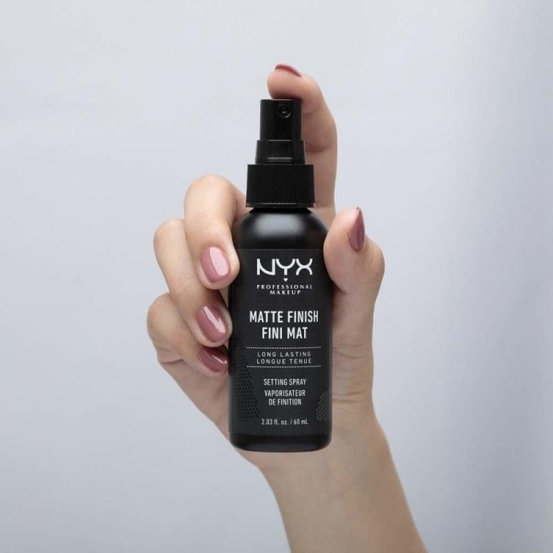 hand holding the setting spray bottle