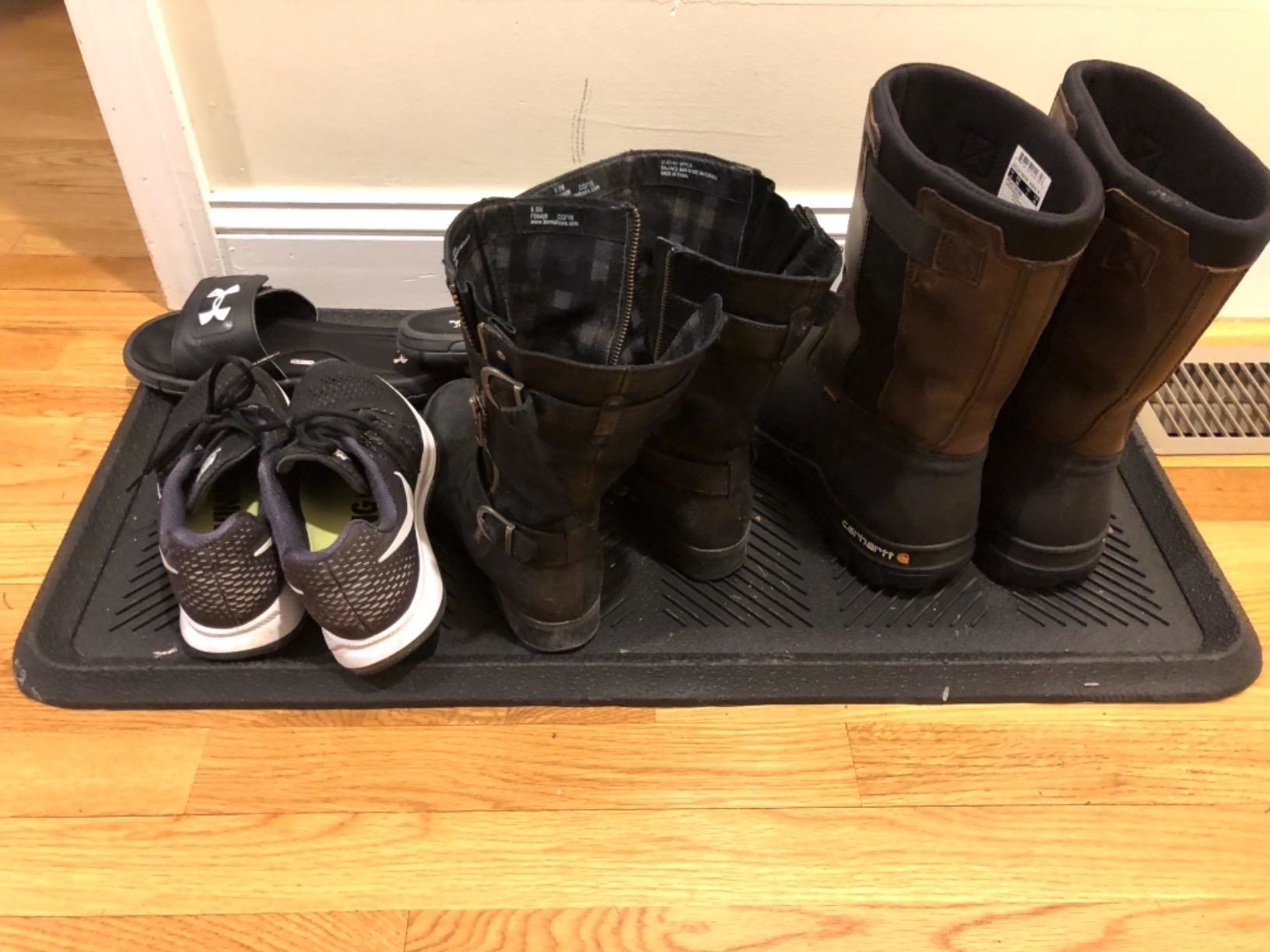 reviewer's four pairs of shoes on the rubber mat