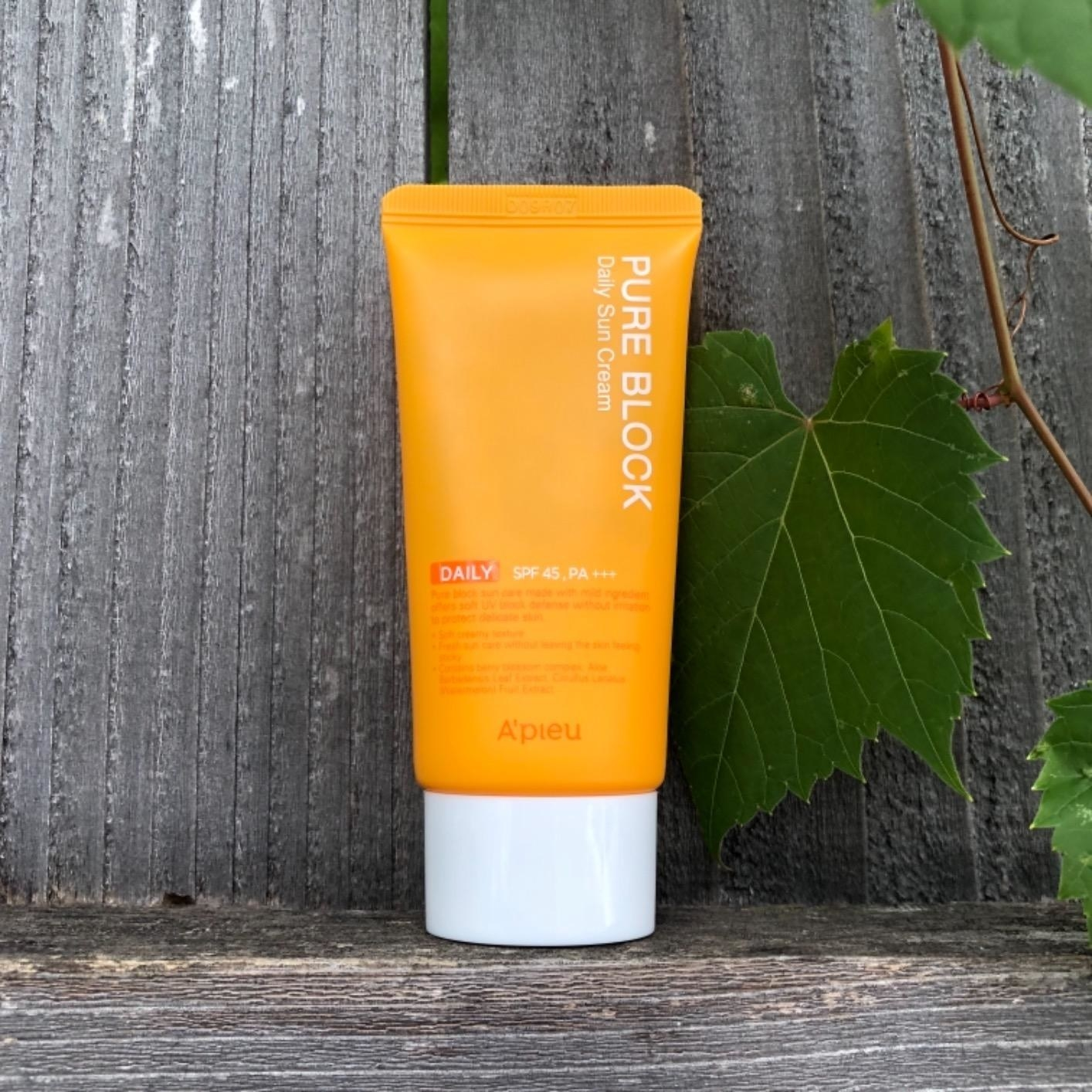 A reviewer photo of the product tube