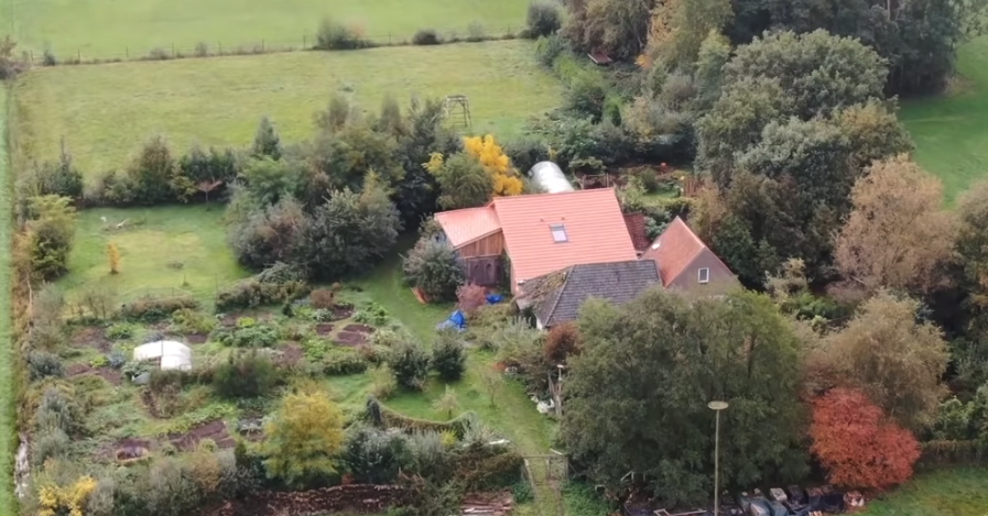 "Police Found A Dutch Family Reportedly ""Waiting For The End Of Time"" In A Farmhouse Basement"