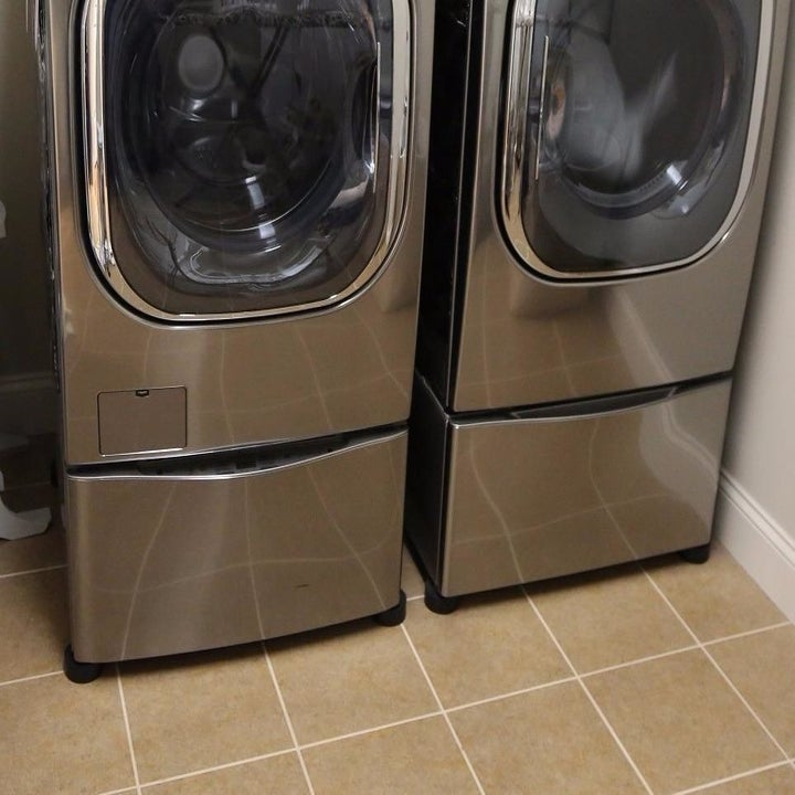 A reviewer's washer/dryer with the pads underneath
