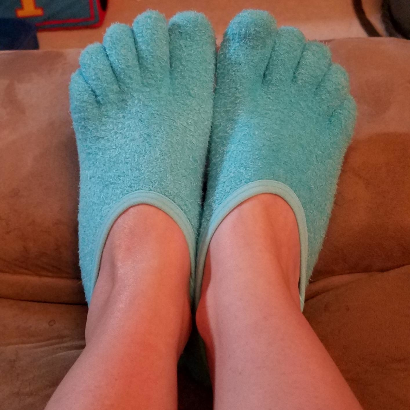 A reviewer's feet in the blue toe socks