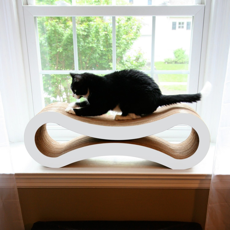 Mod pressed oval cat scratcher