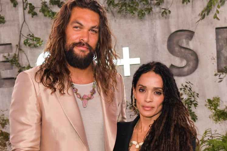 "That's It, I'm Crowning Jason Momoa And Lisa Bonet ""Cutest Couple"" On The Carpet"