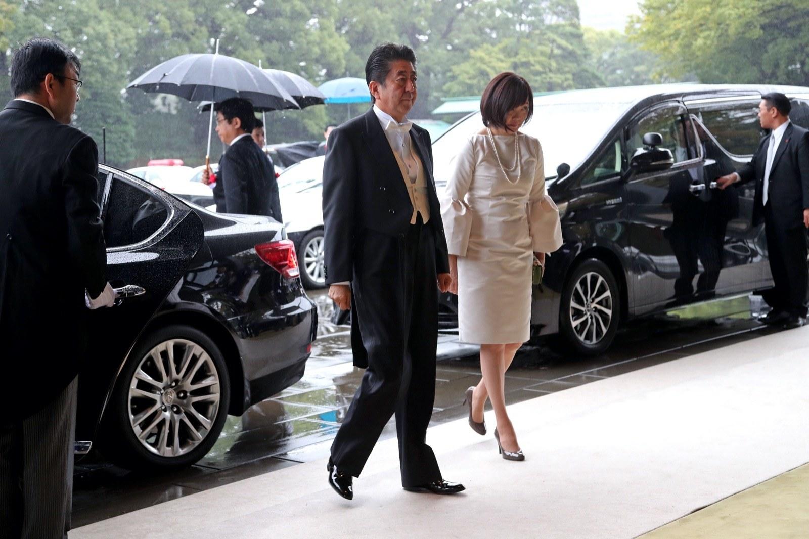 安倍昭恵さんのドレス、TPO批判殺到もデザイナーは「まったく