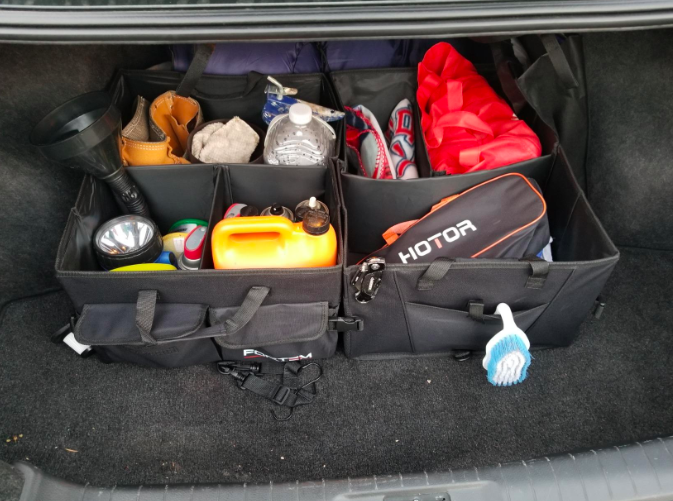 a reviewer's photo of the organizer in their car